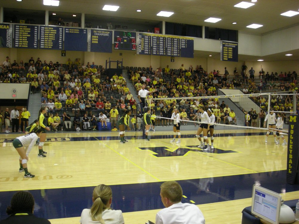 Oregon_vs._Michigan_volleyball_2013_26