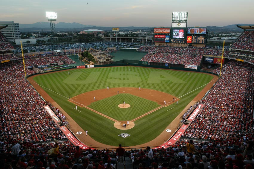 Angel_Stadium_of_Anaheim
